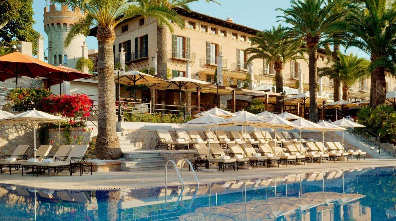 Spectacular pool of Castillo Hotel Son Vida which sells experiences and gift vouchers using the Hotel Treats gift voucher platform.