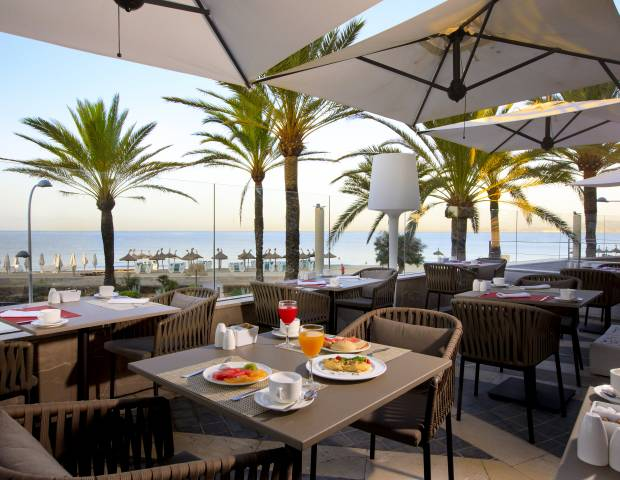 front line sea restaurant in playa de palma