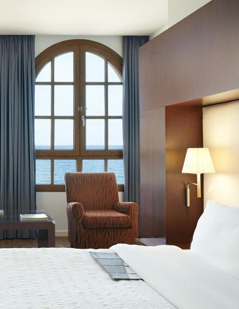 Accommodation and Breakfast package in a Grand Deluxe Room Le Méridien Ra